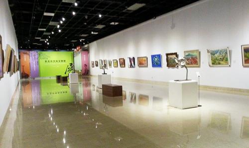 開放的展覽空間,使參展媒材更加多元