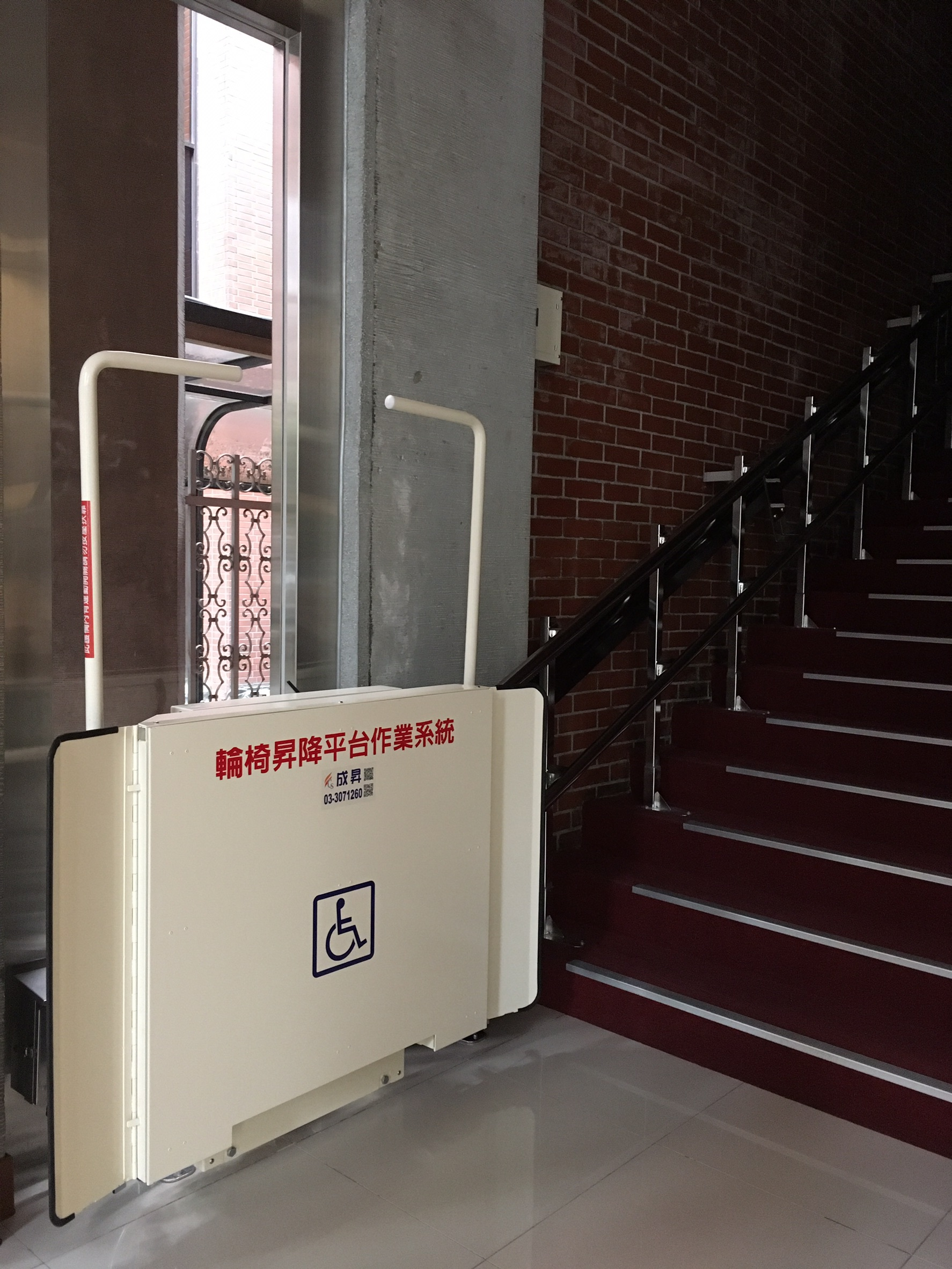 輪椅席電梯