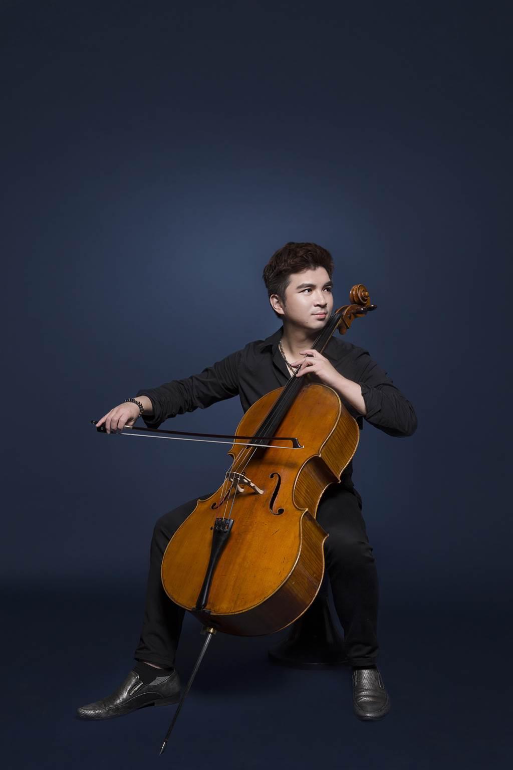 新北市政府文化局與新北市歷屆樂壇新星聯手,推出《新星的祝福》音樂計畫,首波將由國內知名大提琴家謝孟峰演奏。(新北市文化局提供)